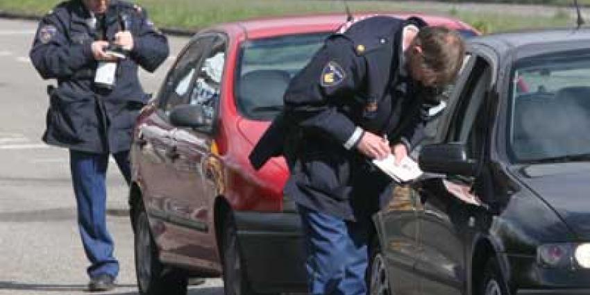 Politie deelt minder bonnen uit om betere CAO