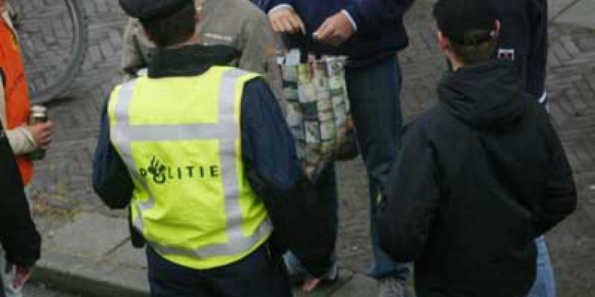 Foto van politie en voetbalsupporters | Archief EHF