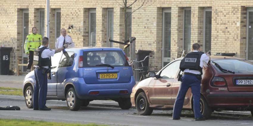 Foto van politie met getrokken pistool | Aneo Koning | www.fotokoning.nl