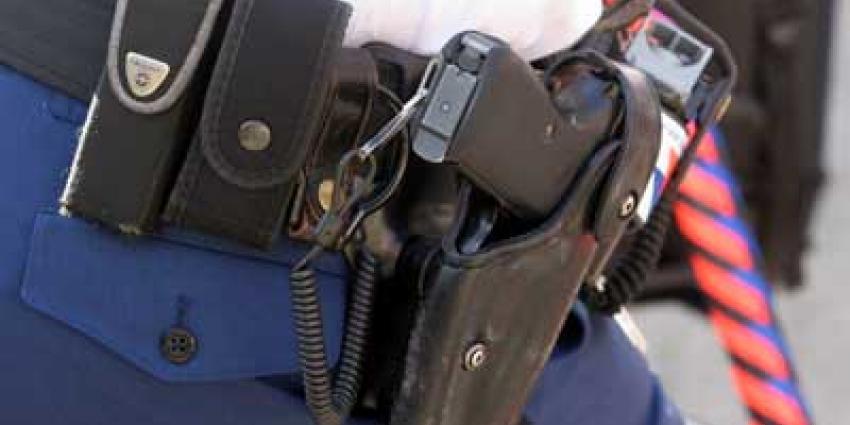 Agent lost waarschuwingsschot in Woerden