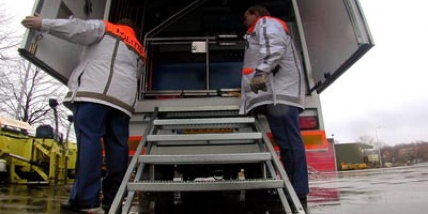 Elf migranten door politie uit vrachtwagens in Vlaardingen gehaald