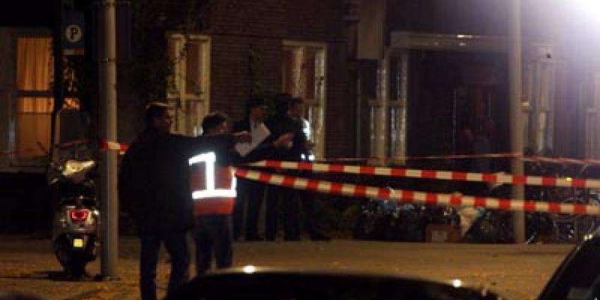 Foto van politie in donker en afzetlinten | Archief EHF