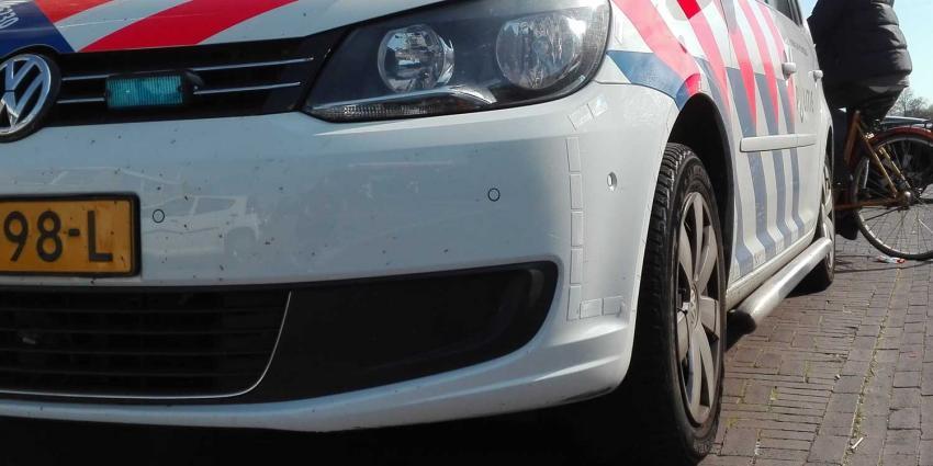 Verdachte in gestolen auto ramt twee politieauto's tijdens achervolging