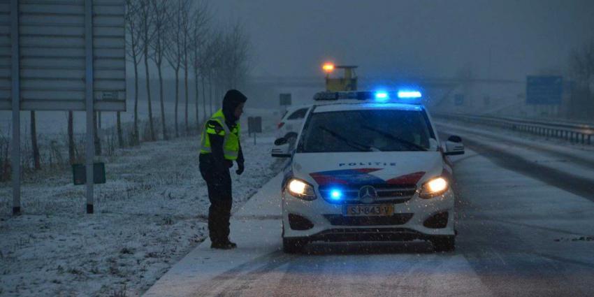 politieauto-gladheid-snelweg