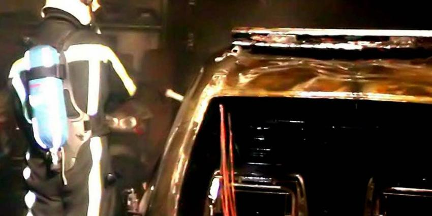 Auto's, waaronder politieauto, in brand gestoken in Hoofddorp