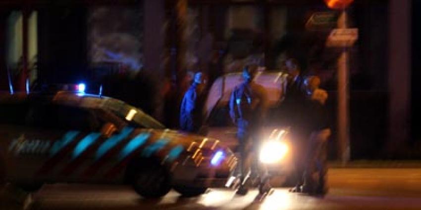 Agent schiet op auto na inrijden op collega