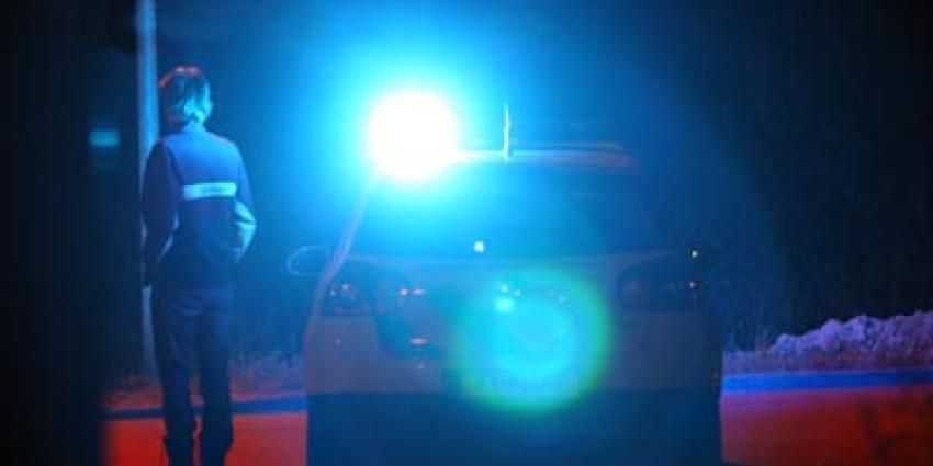Auto rijdt in op politiebiker die vervolgens schot lost