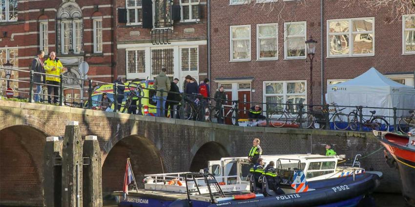 Politie treft lichaam aan in Amsterdamse gracht
