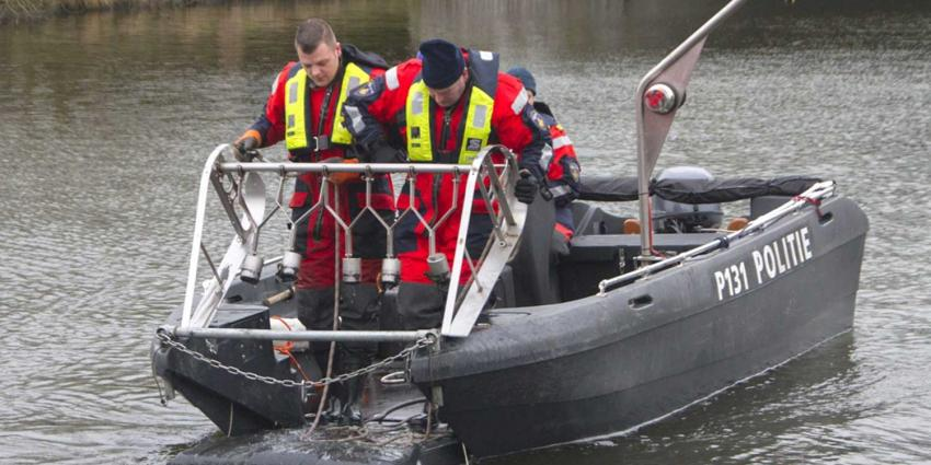 Politie doet onderzoek in Vlaardingervaart