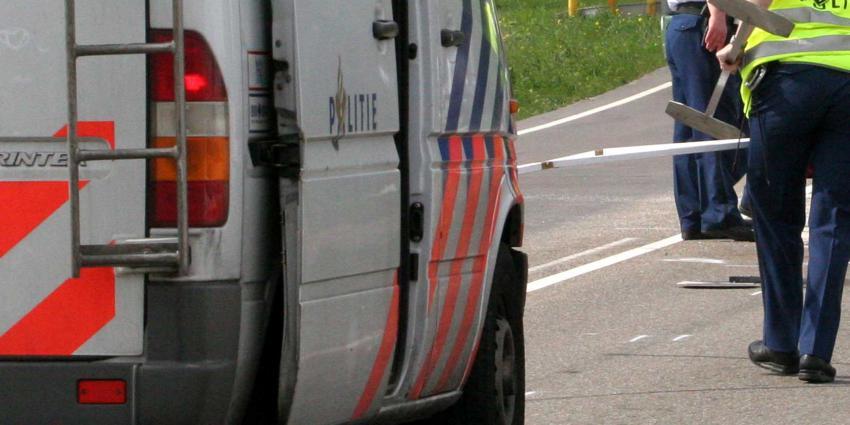 Politieauto botst tijdens achtervolging op andere auto