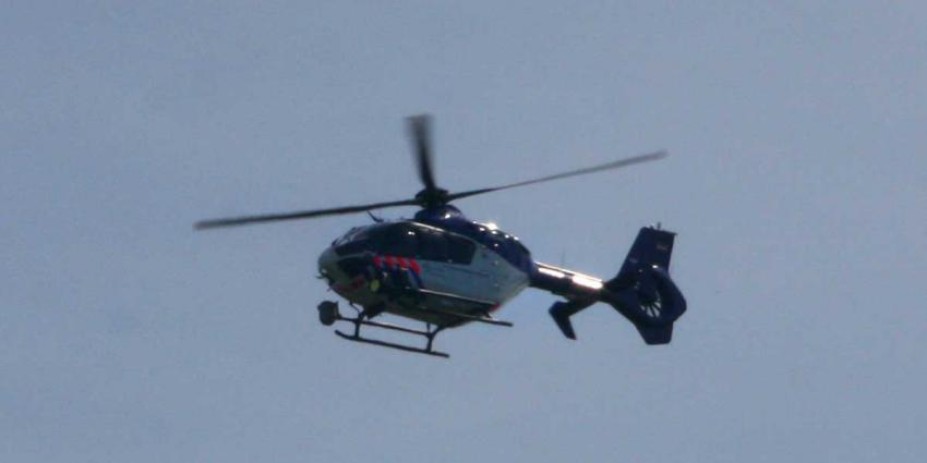 Vluchttende motorrijder ontkomt niet aan politiehelikopter