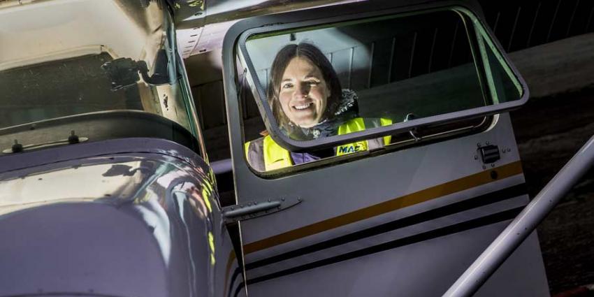 Eerste Nederlandse vrouw volgt opleiding tot bushpilote