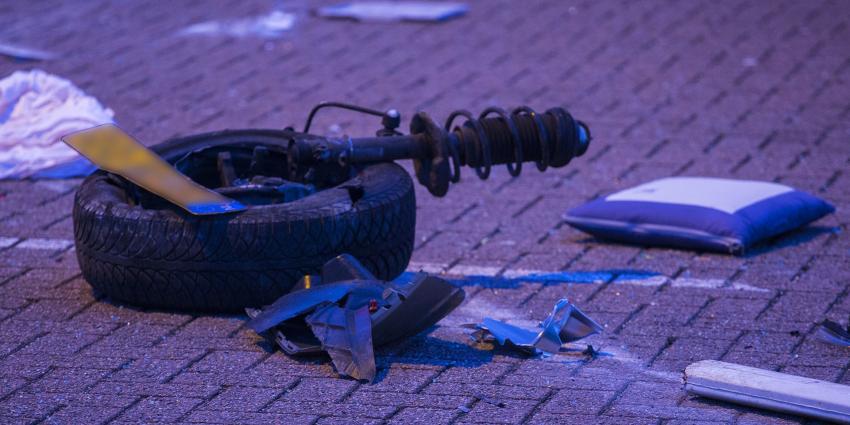 Auto op zijn kop bij eenzijdig ongeval bij pompstation langs A2