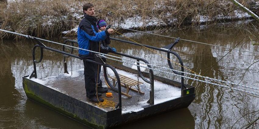 Opvarenden gered van vastgelopen Sint Janspontje in Liempde