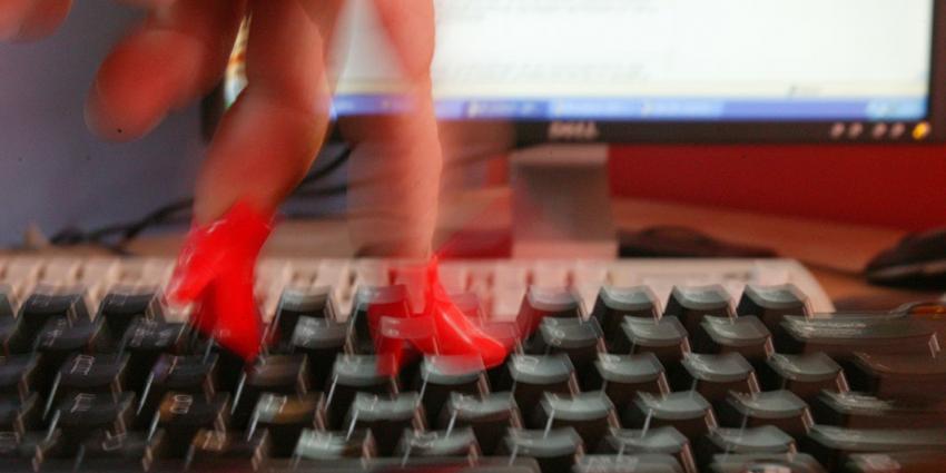 Tientallen mensen afgeperst via seksadvertenties