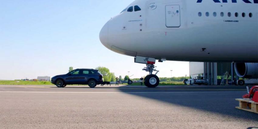 Standaard Porsche verplaatst Airbus A380 over afstand van 42 meter