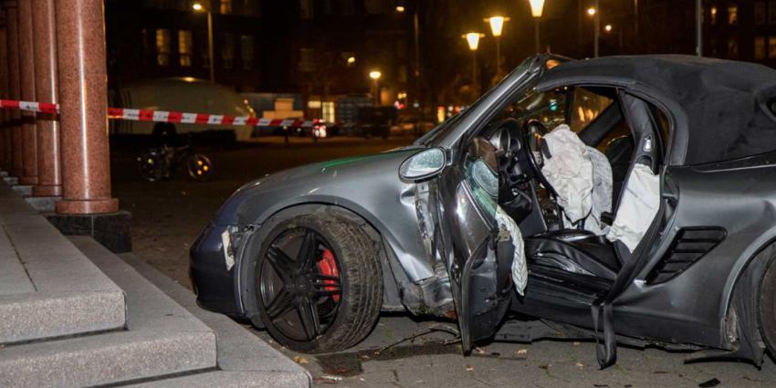 Porsche rijdt boom omver bij ongeval