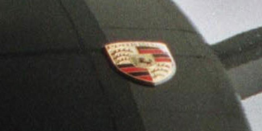 Politie treft 2 gestolen Porsches aan bij No Surrender-lid (36)