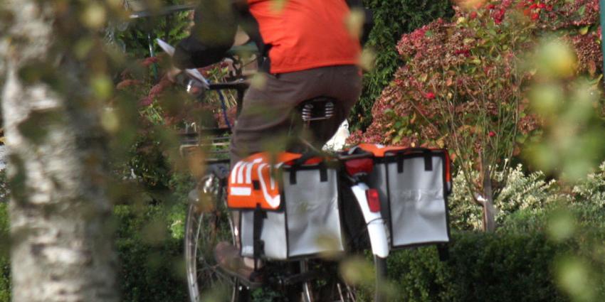 Postmedewerkers in Arnhem staken dinsdag