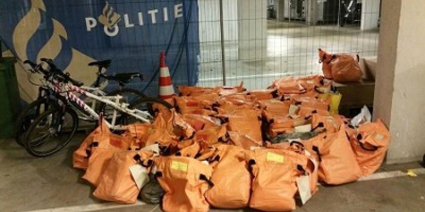 Politie treft ruim 13000 onbezorgde poststukken aan