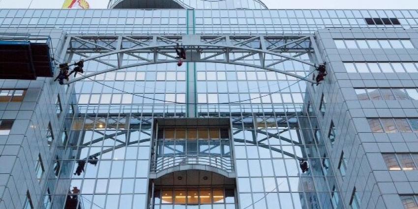 foto van bezetting gebouw Shell | Greenpeace