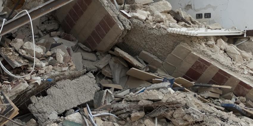 Man (28) na uren onder puin ingestort pand Den Haag gered