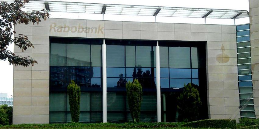 Rabobank ziet winst met bijna 40% dalen