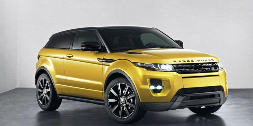 Range Rover Evoque Sicilian yellow nu in de showroom