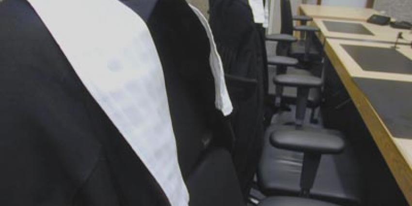 Maximale straf voor doden ouders door 14-jarige zoon
