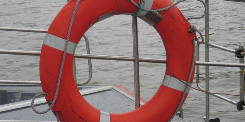 Passagiersschip lekgeslagen op IJssel