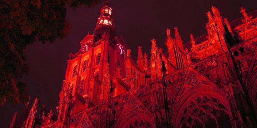 kerken, rood, #redwednesday, kerk in nood