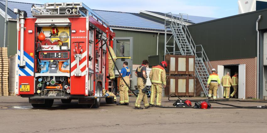 Brandweer met meerdere voertuigen aanwezig