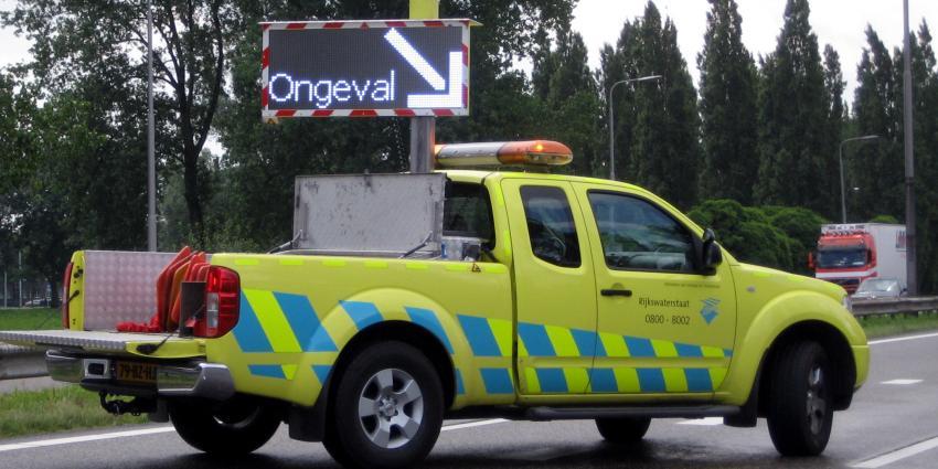 Puinhoop op A59 door ongevallen