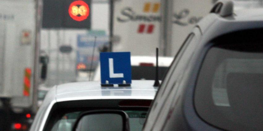 Twee derde geslaagde rijbewijskandidaten jonger dan 21
