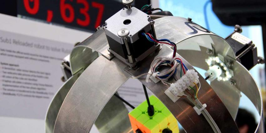 Duitse robot lost Rubik's kubus in 637 milliseconden op