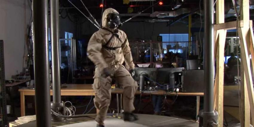 Griezelig echt hoe deze robot loopt en beweegt