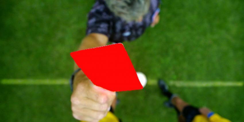 Vitesse en FC Twente remiseren na rode kaart