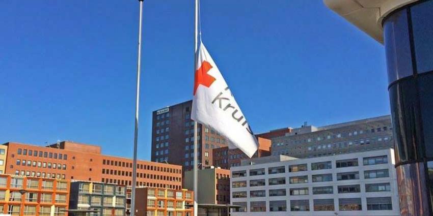 Vlaggen Rode Kruis halfstok om 'vrijwillige' doden te herdenken
