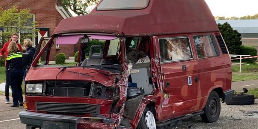zwaar ongeval, botsing, bestelbus, camper, gewonden, rolde