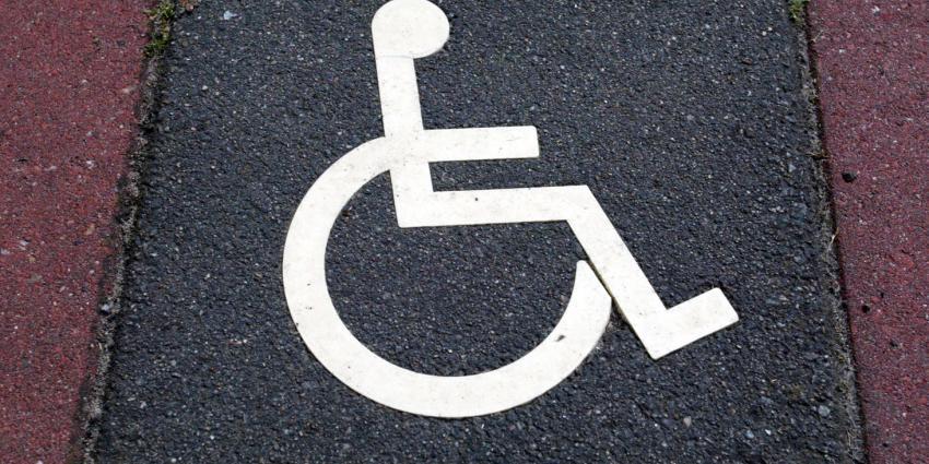 stoeptegel met rolstoel