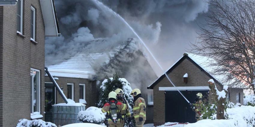rookwolken-sneeuw-brandweer