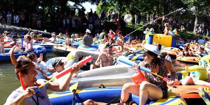 Utrechtse grachten overbevolkt door 1.000 rubberen bootjes