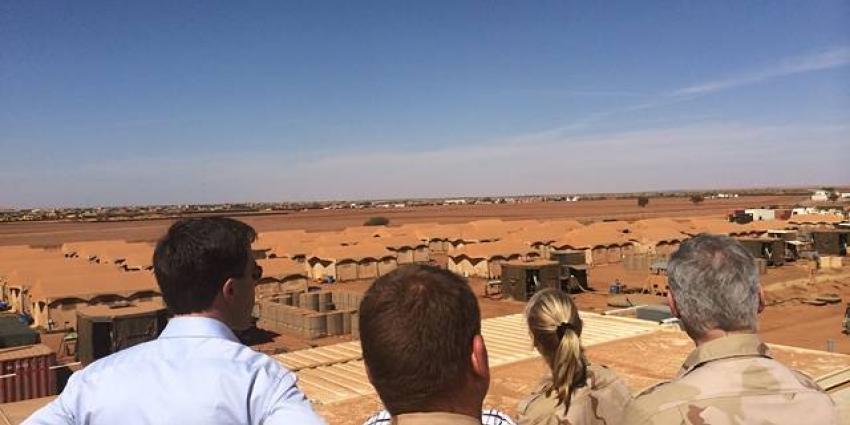 Rutte en Ploumen bezoeken Nederlandse militairen in Mali