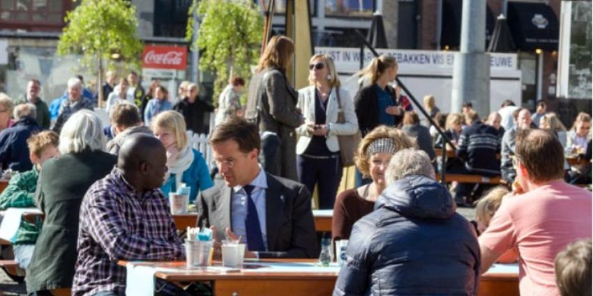 Premier Mark Rutte start dag met bevrijdingsontbijt in Groningen
