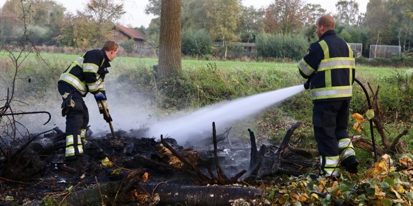 Brandweer dooft buitenbrand in bosperceel Best