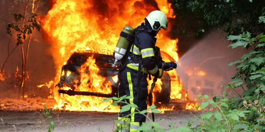 Brandweer blust verdachte autobrand in Boxtel