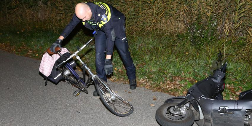 Fietser slaat op de vlucht na frontale botsing met scooter in Boxtel