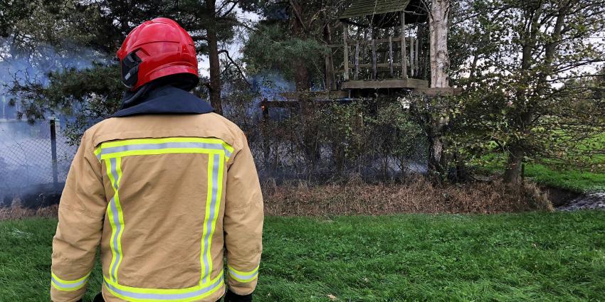 Boomhut gaat in vlammen op in buitengebied van Oirschot
