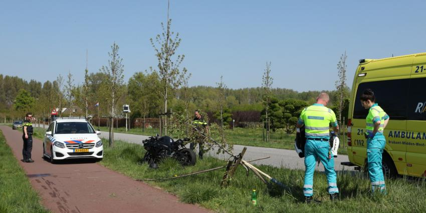 foto van personeel ambulance en politie bij ongeval