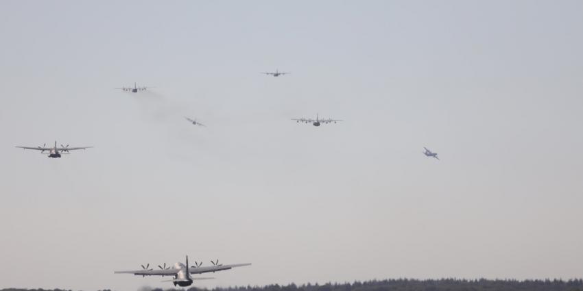 Opstijgen vliegtuigen Vliegbasis Eindhoven